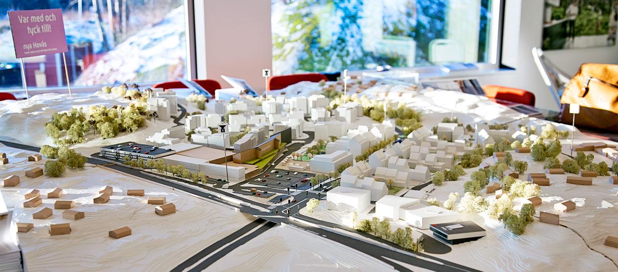 I projekthuset för Nya Hovås kan grannar och intressenter komma och titta på en modell på hur området ska se ut i framtiden.