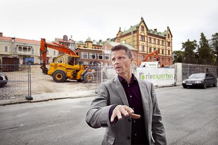 Byggnadsingenjören Jonas Olsson känner sig hemma på byggarbetsplatser.