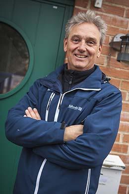 Björn Bengtsson visar upp ett av bostadsområderna i Sölvesborg. Han är noga med att inte ha för långt mellan fastigheterna för att kunna hålla god service gentemot sina hyresgäster. Foto: Serny Pernebjer.